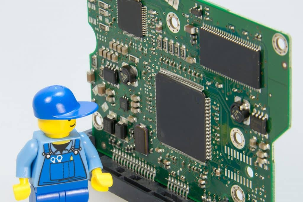 electrician-499799_1280-1024x682 7 Ways a Computer Repair Tech Can Help You Remotely